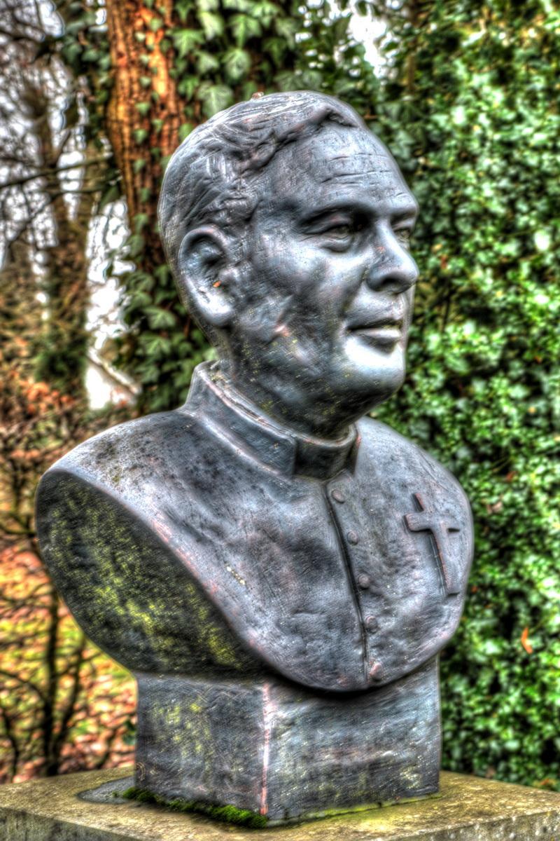 Gedenkbeeld van Pater Clement Lemmens